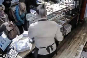 """Șeful Poliției Roman: """"Au fost identificați autorii furtului telefonului mobil și a fost recuperat prejudiciul"""""""
