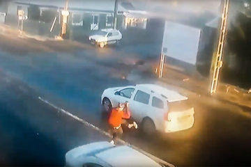 Video: imagini cu impact emoțional! Accident mortal: o bătrână care traversa strada a fost spulberată de o mașină