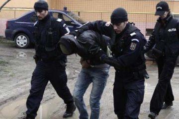 Prinși de polițiștii nemțeni, imediat după sesizarea infracțiunilor de tâlhărie și furt