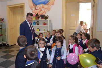 """Lucian Micu: """"Pentru mine, rețeaua școlară și procesul de învățământ din Roman sunt priorități!"""" Pregătiri pentru începerea anului școlar"""