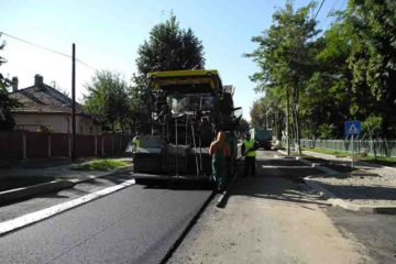 Lucrări de asfaltare pe mai multe străzi din Roman. Vezi străzile cuprinse în programul multianual