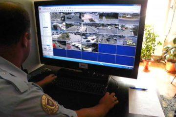 Monitorizare video, în Roman: suspect de furt, mașini parcate neregulamentar, aruncare zăpadă pe stradă