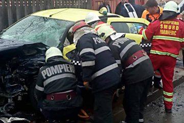 Foto: În această dimineață s-a produs un accident rutier cu victimă încarcerată
