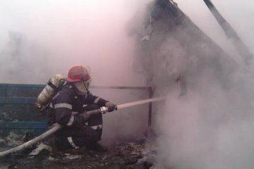 Pagube importante în urma unui incendiu la o casă din Cotu Vameș