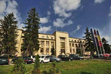 Primăria Roman a publicat lista funcțiilor și salariile. Indemnizația primarului Lucian Micu este 14.560 lei, brut