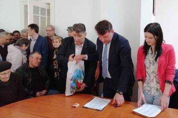 """""""Să nu-i uităm nicicând pe cei mai triști ca noi"""" – acțiune PNL Roman în preajma sărbătorilor de Paște"""