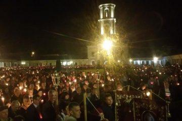 Lumina Învierii a fost dăruită romașcanilor. Hristos a înviat!