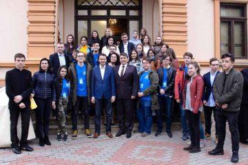 """Laurențiu Leoreanu: """"Sunt încântat să descopăr interesul tinerilor pentru valorile administrative, sociale și politice, la nivel european"""""""