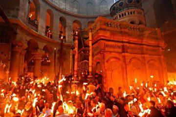Sfânta Lumină a coborât în Biserica Sfântului Mormânt. Aceasta va fi adusă și în Protopopiatul Roman