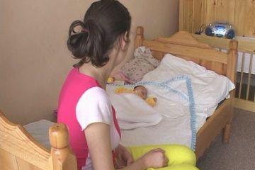Statistică îngrijorătoare: în Neamț, 40 de mame minore dintre care 12 cu vârsta sub 16 ani. Ce spun autoritățile