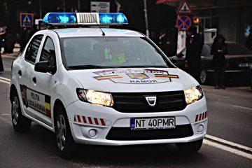 Polițiștii locali din Roman sunt cu ochii și…amenzile pe cei care murdăresc orașul și nu respectă regulile rutiere