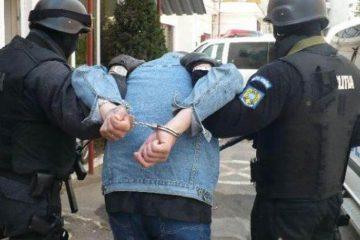Bărbat cu mandate europene de arestare pentru furturi din magazine din Roman și Verona, prins în Neamț