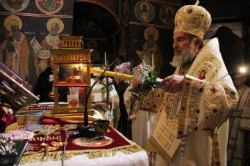 Sfânta Lumină de la biserica Sfântului Mormânt va fi adusă la Roman, sâmbătă noaptea