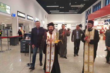 Părintele arhimandrit Andrei Ioniță – Catedrala Arhiepiscopală Roman a adus Sfânta Lumină