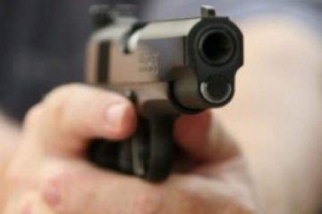 Doi romașcani au fost reținuți. Trăgeau cu pistolul și au rănit un tânăr. Pistolul l-au ascuns într-o casă părăsită