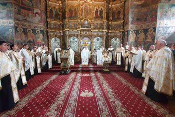 Vecernia Învierii, la Catedrala arhiepiscopală din Roman