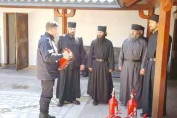 Bisericile ortodoxe și catolice din Neamț, verificate de pompieri: 26 amenzi în cuantum de 14.500 de lei