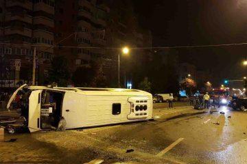 14 călători dintr-un microbuz de Neamț, victime într-un accident rutier produs în această dimineață