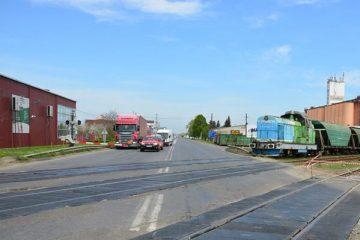 Apel disperat al șoferilor care așteaptă la bariera de la trecerea la nivel, la ieșirea din Roman, spre Iași