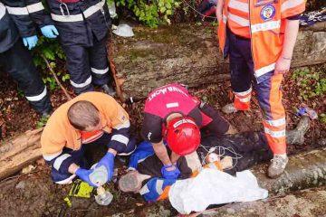 Salvatorii au fost nevoiți să constate decesul. Astăzi, un bărbat a murit după ce a căzut într-o râpă