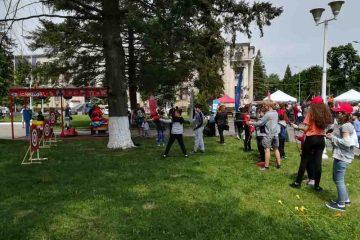 """""""Bucurie în Mișcare"""", în Piața Roman Vodă: sport, dansuri, majorete, fitness, tir cu arcul, volei"""