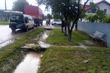 Furtună în Neamț, ultimul bilanț al autorităților: zeci de curți inundate, poduri afectate, fântâni colmatate
