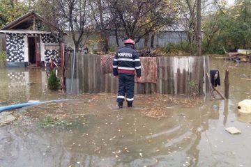 Persoane evacuate, localități afectate, zeci de gospodării inundate, în zona Roman