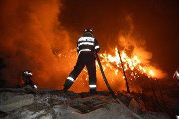 Pagube importante în urma unui incendiu la Bălușești