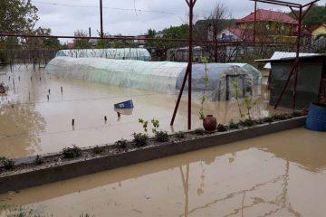 Ultimul bilanț – zona Roman: zeci de localități afectate, case inundate, gospodării sub apa, diguri distruse și drumuri cu noroi