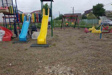 Se execută lucrări de modernizare la locurile de joacă din Roman