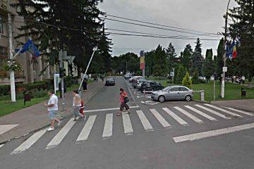 """""""Parcarea din fața Primăriei Roman să fie cu plată dar primarul și viceprimarul să nu plătească!"""""""