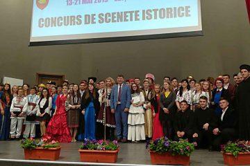Trupele de teatru ale liceelor din Roman au prezentat un program de scenete istorice