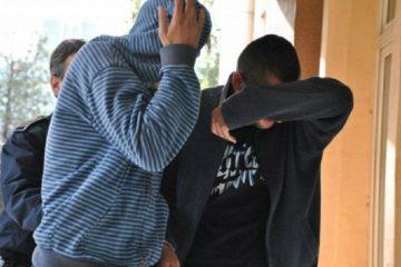 Trei tineri au intrat cu forța în casa unei bătrâne, au bătut-o și i-au cerut banii. Poate să le fie bunică