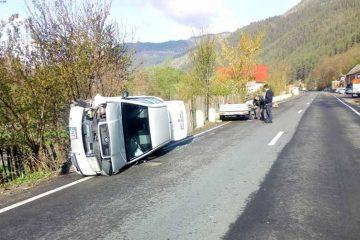 Un șofer din Trifești a adormit la volan și s-a răsturnat cu mașina