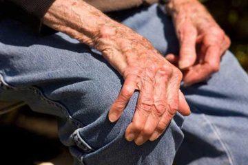 Neamț: un tânăr a intrat în casa unui bătrân de 80 de ani, l-a bătut și l-a tâlhărit