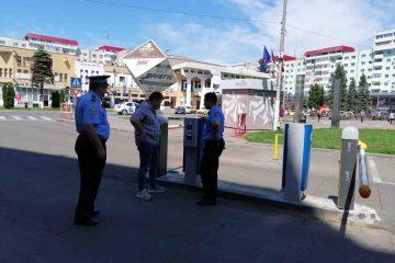 """Parcări """"albastre"""" și parcări publice cu acces prin sistem de bariere, în Roman – modificare regulament"""