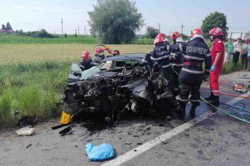 Foto: Tragedie pe E85 – autoturismul este un morman de fier, în urma accidentului de la Secuienii Noi. Șoferul a decedat