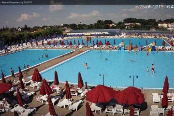 Pentru romașcanii de acasă și de pretutindeni: imagini LIVE din Ștrandul Roman – plajă, soare și relaxare