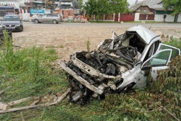 Video cu impact emoțional: Un bărbat din Roman a murit. Mașina pe care o conducea a fost spulberată de tren