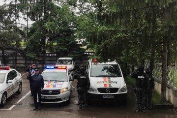 Polițiștii din Neamț au păstrat un moment de reculegere pentru polițistul căzut la datorie, în județul Timiș