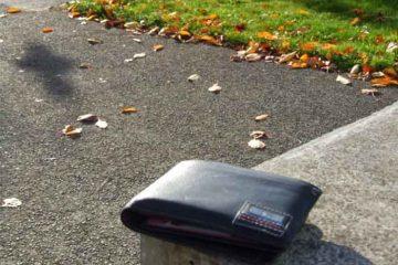 Ați pierdut portofelul în zona unei piețe din Roman? Sunteți așteptat la Poliția Roman!
