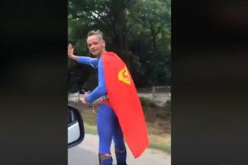 Național – video: Polițiștilor de la Rutieră nu le-a venit să creadă: l-au oprit în trafic pe…SUPERMAN