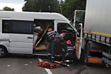 Cele cinci victime ale accidentului grav, produs în această seară, sunt din Roman și Săbăoani