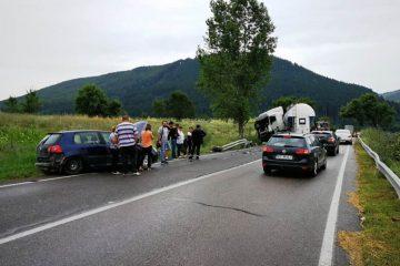 Astăzi, în Neamț: accident rutier cu victime, pe DN 15C, după o coliziune între trei mașini
