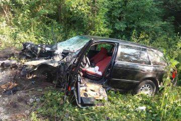 Accident grav, în Neamț: un bărbat a rămas încarcerat după ce mașina pe care o conducea s-a izbit de un TIR