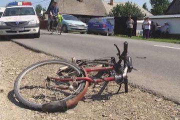 Biciclist accidentat de o remorcă