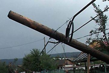 Furtună în Neamț: peste 3.300 de consumatori fără energie electrică