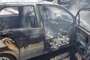 Roman: o fată de 10 ani a fost scoasă de mama sa dintr-un autoturism în flăcări