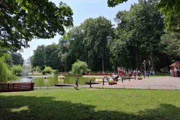 Foto: O duminică apreciată de romașcanii prezenți în Parcul Municipal: tiroliana, picturi pe față, hidrobiciclete, muzică și voie bună