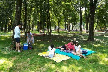 Invitație la picnic în Parcul Municipal Roman: distracție, întreceri sportive, muzică, șah, fitness și expoziție de câini